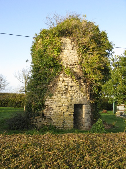 Ancien moulin liesville sur douve for Piscine du moulin a vent