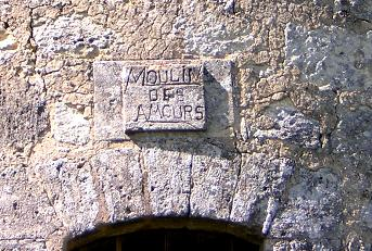 Inscription sur le linteau de la porte du moulin